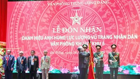 Văn phòng Khu ủy Khu V đón nhận danh hiệu Anh hùng Lực lượng vũ trang nhân dân