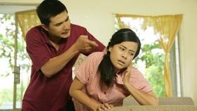 """Phim """"Sống gượng"""": Bi kịch bạo hành từ đời lên phim"""