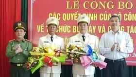 Đại tá Lê Ngọc Hai và Đại tá Trần Đình Chung (theo thứ tự thứ 2 và thứ 3 từ trái sang) được bổ nhiệm làm Phó Giám đốc Công an TP Đà Nẵng