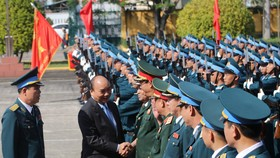 Thủ tướng Nguyễn Xuân Phúc thăm và chúc Tết cán bộ, chiến sĩ Sư đoàn không quân 372