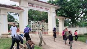 Người dân tham gia vệ sinh môi trường, phòng chống dịch sốt xuất huyết
