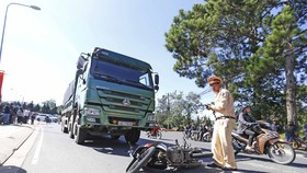 Thuê xe máy khám phá Đà Lạt, một du khách bị xe ben cán tử vong