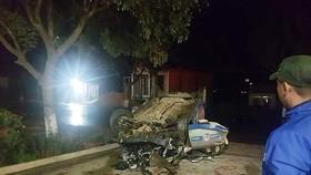 Va chạm với xe máy rồi lật ngửa, 3 người trên taxi tử vong