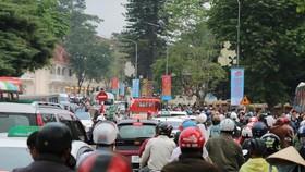 Đường phố Đà Lạt kẹt cứng phương tiện chở khách nghỉ lễ