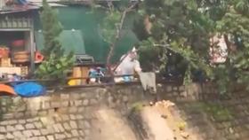 Xử lý người đổ 20 túi rác thẳng xuống suối Cam Ly – Đà Lạt