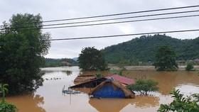 Nước sông Đồng Nai qua thị trấn Đạ Tẻh gây ngập vùng ven bờ