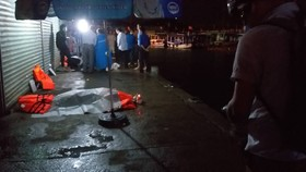 Lật tàu du lịch trên vịnh Nha Trang, ít nhất 2 người tử vong