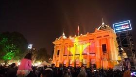 Hà Nội làm lễ tắt đèn, dùng pin mặt trời tổ chức đêm nghệ thuật