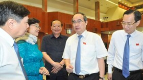 City Party Secretary Nguyen Thien Nhan talks to city leaders at the extraordinary meeting on environment on June 11 (Photo: SGGP)
