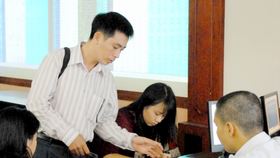 Transactions at SSI company in HCMC  (Photo: SGGP)