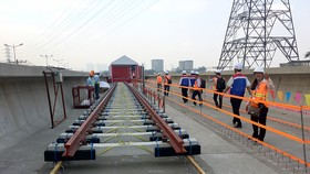 The first rails of Ben Thanh-Suoi Tien metro route are installed on October 24 (Photo: SGGP)