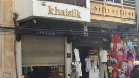 A Khaisilk store at 113 Hang Gai street, Hanoi is still seen close on October 30 (Photo: SGGP)