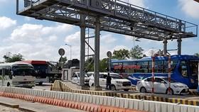 Vehicles travel through Soc Trang BOT toll station