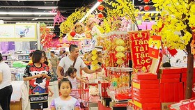 Supermarkets will ​increase opening time by 2-4 hours in days near the Tet holiday (Photo: SGGP)