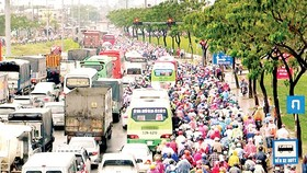 Traffic jam in Xo Viet Nghe Tinh street, Binh Thanh district, HCMC on February 7  (Photo: SGGP)