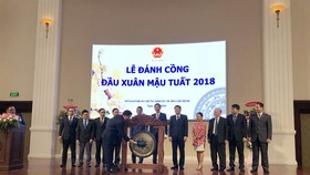 Minister of Finance Dinh Tien Dung beats the gong at the beginning of the Year of the Dog ceremony at the HCM Stock Exchange on February 23. (Photo: VNA/VNS)