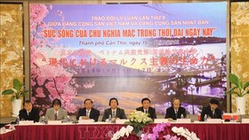 "The Communist Party of Vietnam (CPV) and the Japanese Communist Party (JCP) hold the eighth theoretical exchange workshop, themed ""the Vitality of Marxism today,"" in Can Tho on October 16. (Photo: VNA)"