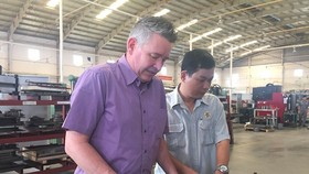 A foreign worker at Ben Thanh Rubber Company (Photo: SGGP)
