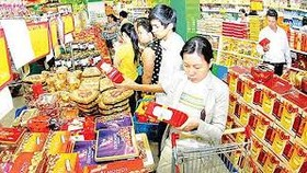 City chairman requires salary, bonus payment for Tet shopping