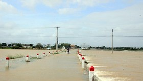 Floodwater inundates many streets in Binh Dinh province (Photo: SGGP)