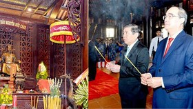 Secretary of HCMC Party Committee Nguyen Thien Nhan (R ) and chairman of HCMC People's Committee Nguyen Thanh Phong burn incense to commemorate Marquess Le Thanh Nguyen Huu Canh