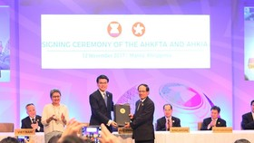 Scene at the signing ceremony of the ASEAN–Hongkong, China Free Trade Agreement and ASEAN-Hongkong, China Investment Agreement in Manila, the Philippines, in November 2017. (Photo: asean.org)