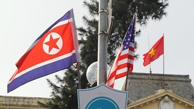 Streets in Hanoi are decorated with DPRK and US flags (Photo: VNA)