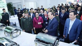 Prime Minister Nguyen Xuan Phuc inspects preparation work at the international media center in service of the DPRK-USA Hanoi Summit Vietnam on February 24 (Photo: SGGP)