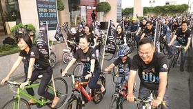 Young activists ride bicycles in response to Earth Hour Campaign (Photo: SGGP)