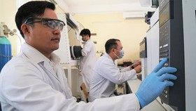 PhD. Nguyen Van My at the Center for Research of Nanostructured Materials and Molecules (Photo: SGGP)