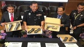 Malaysian Inspector-General of Police Abdul Hamid Bador (second from left) shows the items seized during anti-terrorism raids. (Photo: Bernama)