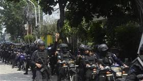 Indonesian police patrol Jakarta in May 22 (Photo: Xinhua/VNA)