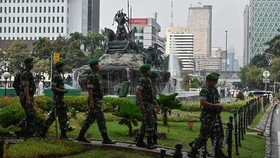 Indonesian soldiers patrol near the constitutional court in Jakarta on Jun 14, 2019, as the court hears a defeated presidential challenger's claim that Indonesia's 2019 election was rigged, allegations that spawned deadly rioting last month. (Photo: AFP)