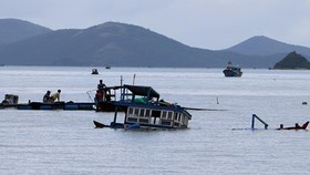 Two dead, one missing in boat capsize in Van Phong Bay