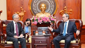 HCMC Party Leader Nguyen Thien Nhan ( R) receives  Mr. Yasushi Tanaka on June 27