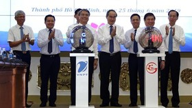 The e-cabinet meeting system and a smart reminder application were kicked off in HCMC on June 25. (Photo: VNA)