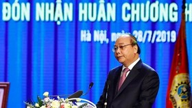 PM Nguyen Xuan Phuc speaks at the meeting. (Photo: VNA)
