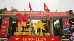 Thong Nhat (Reunification) Park's gate decorated on the occasion of Vietnam's National Day (September 2, 1945) (Photo: VNA)