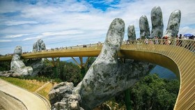Renowned Golden Bridge in Da Nang city. The central region is gaining popularity among Thai travellers, with such leading destinations as Da Nang, Hue and Hoi An. (Photo: VNA)