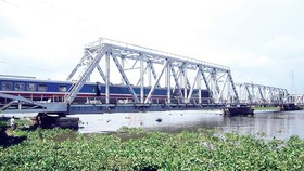 Binh Loi railway bridge