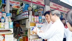 Cơ quan chức năng kiểm tra kinh doanh buôn bán phẩm màu thực phẩm tại chợ Kim Biên (quận 5, TPHCM)