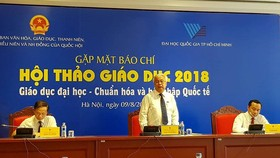 Chủ nhiệm Ủy ban Văn hóa, Giáo dục, Thanh niên, Thiếu niên và Nhi đồng của Quốc hội Phan Thanh Bình chủ trì buổi gặp mặt báo chí