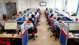 Trung tâm Chăm sóc khách hàng 1900545454 tiếp nhận các nhu cầu về điện của khách hàng          Ảnh: CHI LAN