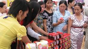 Nhiều công nhân, người lao động ưu tiên chọn và sử dụng hàng Việt  tại hệ thống điểm bán hàng ở KCX-KCN