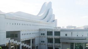 Công trình Bảo tàng tỉnh BR-VT khá đồ sộ nhưng vẫn đang đóng cửa          Ảnh: NÔNG NGÂN