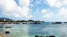 Khu vực bờ biển ở đảo Lý Sơn đang đứng trước nguy cơ bị san lấp để làm khu đô thị, thương mại.  Ảnh: NGỌC OAI