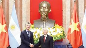 Tổng Bí thư, Chủ tịch nước Nguyễn Phú Trọng và Tổng thống Argentina Mauricio Macri.  Ảnh:  Viết Chung