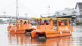 2 chiếc thuyền chạy bằng năng lượng mặt trời