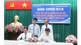 Đại diện các ngân hàng thương mại ký kết hỗ trợ vốn vay cho các doanh nghiệp, hộ kinh doanh