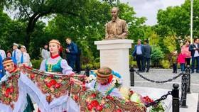 Tượng đài Chủ tịch Hồ Chí Minh tại thành phố cảng Vladivostok